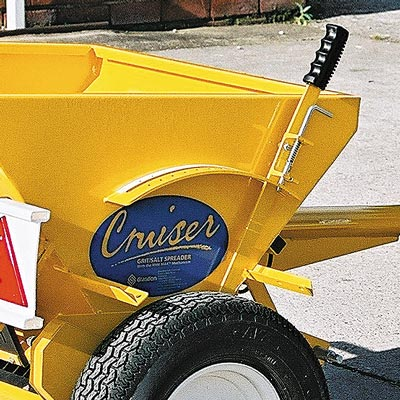 Cruiser Towable 80 adjusting handle allows controlled spreading