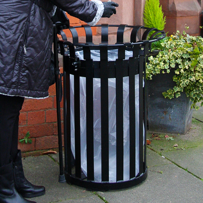 Everglade (85ltr) litter bin in use
